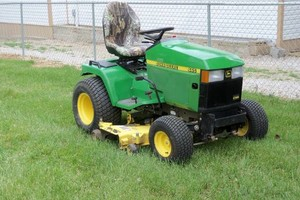Photo #1: WEED AND FEED LAWNS - $155.00 an acre