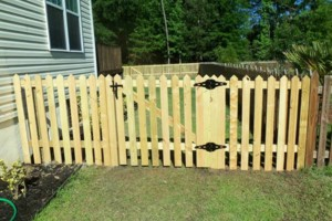 Photo #1: Discount Fencing. Wood / Metal / Vinyl / Picket