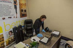 Photo #1: TH Commercial Cleaning - Office cleaning