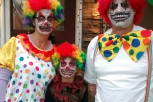 Photo #2: Amy Party Popper's. Extreme face painting & balloon twisting parties