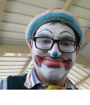 Logo Justa clowning around
